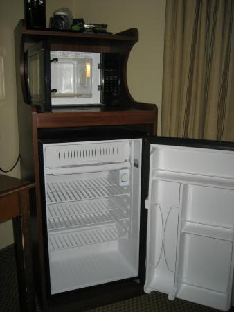 Country Inn & Suites By Carlson, Chattanooga North at Highway 153: Clean mini fridge