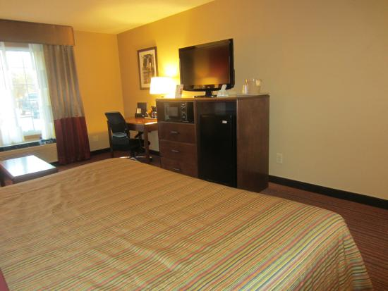 Baymont Inn & Suites Mequon Milwaukee Area: King or Queen Room with Sofa Bed
