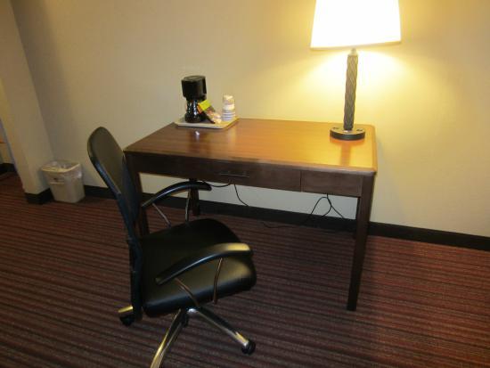 Baymont Inn & Suites Mequon Milwaukee Area : Desk Area