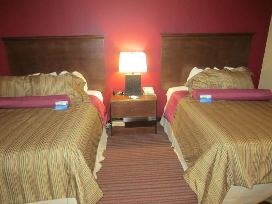 Baymont Inn & Suites Mequon Milwaukee Area : Two Queen with Sofa Sleeper