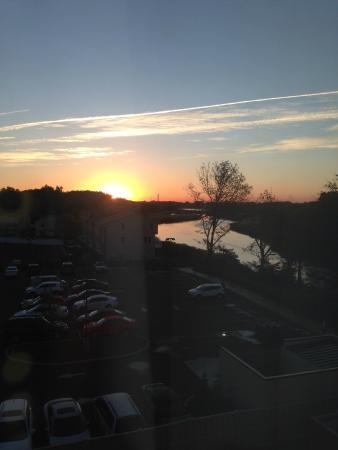 Best Western Riverview Inn & Suites: Vista da janela do quarto muito agradável.