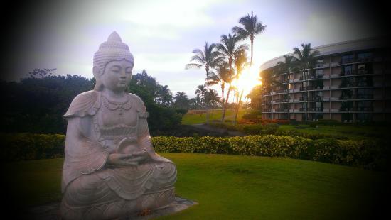 Waikoloa Beach Resort: Sunrise on the Point, outside Ocean Tower (Hilton Waikoloa)