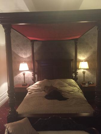 The Station Hotel: Four poster lovely