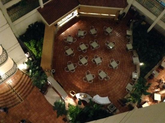 Embassy Suites by Hilton Chicago - Schaumburg/Woodfield: view of dining area from 7th floor