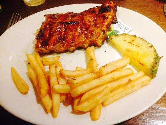 Harvester The Yeoman: Baby ribs but baby chips as well... What a rip off!!!!!