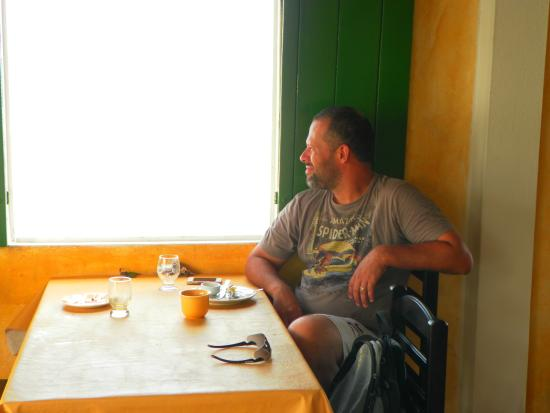 Pousada Chez Roni: Restaurante com vista para o mar