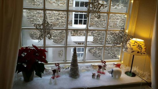 Massey's traditional tea room: Festive window..������