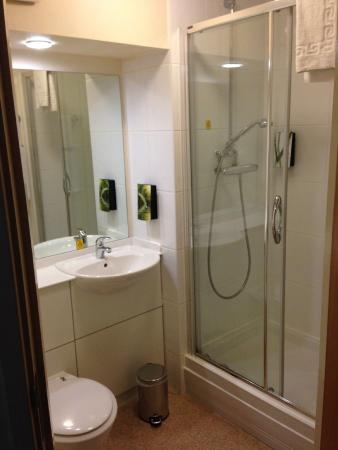 Premier Inn Chesterfield West Hotel : shower only