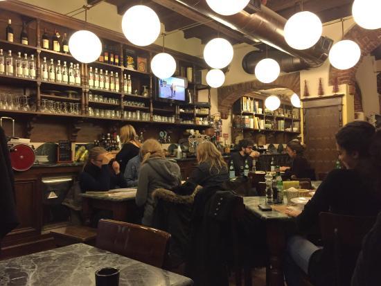 Pizzeria del Ticinese: Salle de la pizzeria