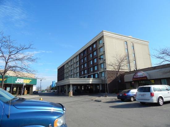 Restaurants Near Best Western Plus Toronto Airport Hotel