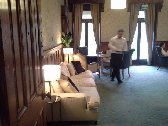 Salomons Estate : bar lounge area