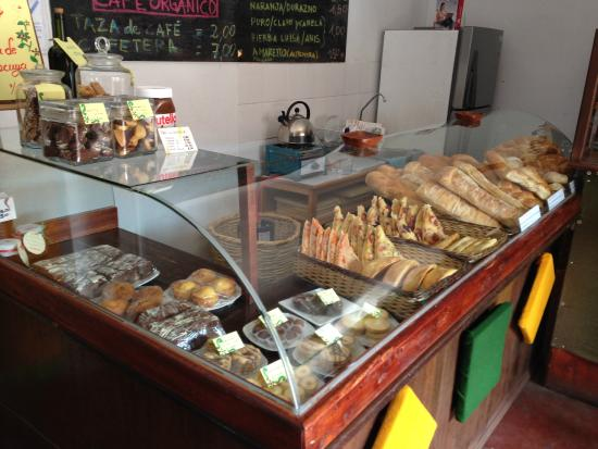 Panaderia Italiana de Mosoq Runa: Mostrador de la tienda