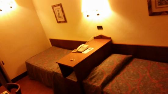 Hotel Malaspina: Twin beds were comfortable!