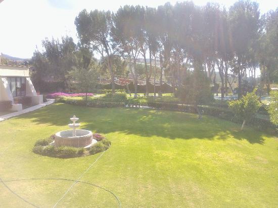 Mision San Miguel de Allende: Vista desde habitación a jardín