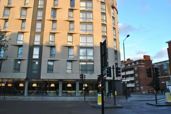 aussicht picture of hampton by hilton london waterloo. Black Bedroom Furniture Sets. Home Design Ideas