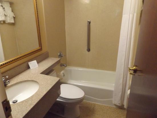 Days Inn Brooklyn: bathroom