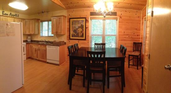 Belair, Canada: 3 Bedroom Cottage kitchen