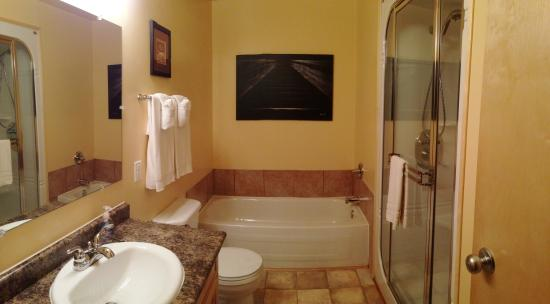 Belair, Καναδάς: 3 Bedroom Cottage Bathroom