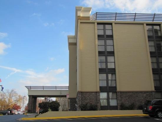 Holiday Inn Roanoke - Tanglewood: Side profile of hotel.  It faces the mountains.  Lovely