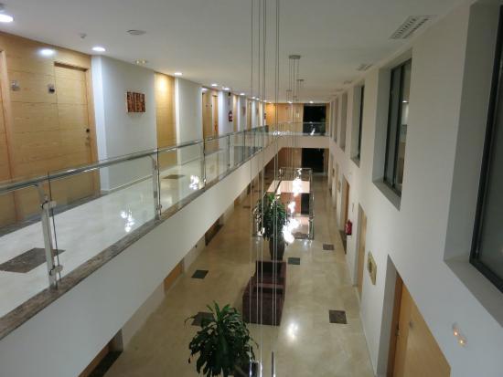 Hotel Valles de Gredos: Interior del hotel