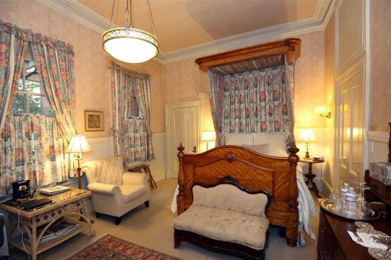 Camellia Inn : The Royalty Room