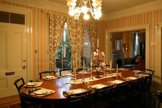 Camellia Inn : Enjoy a full breakfast here at the Inn!