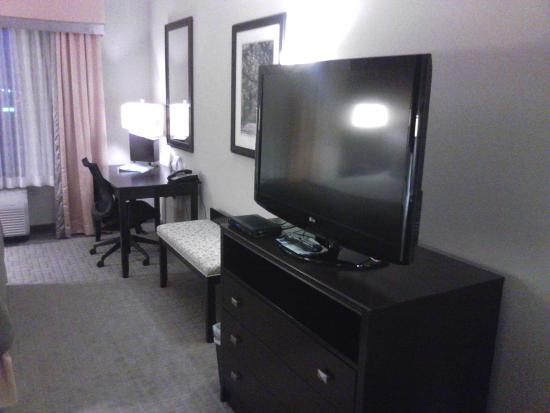 Holiday Inn Express Hotel & Suites Hays: Suite