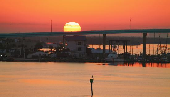 Pink Shell Beach Resort & Marina: Sunrise from the marina in front of our building