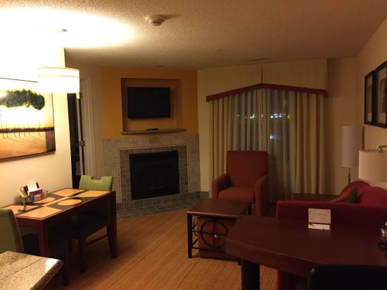 Residence Inn Florence: Very spacious living room!