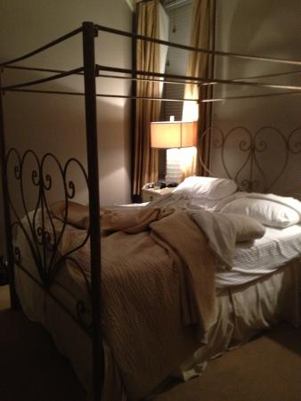 An Old Fashioned Bed With High Metal Frame Picture Of Old Capitol