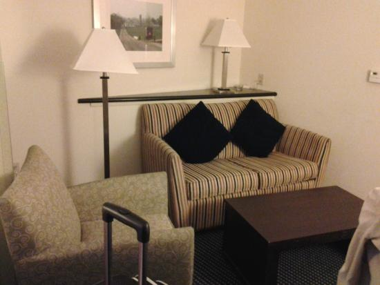 Comfort Suites Amish Country : Cozy and comfortable seating