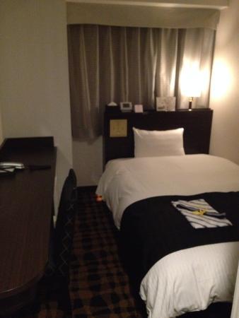 APA Hotel Ningyocho Eki Kita: これが客室。かなり狭い。