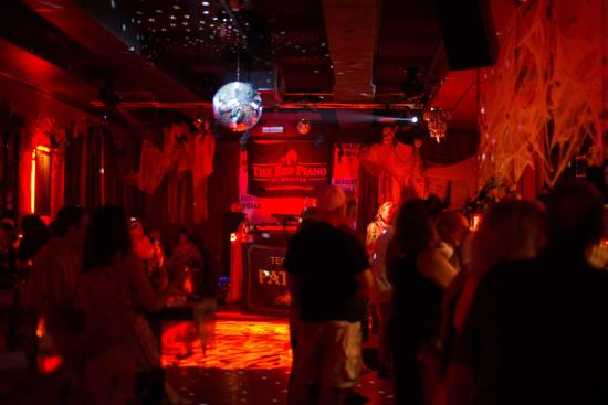 The Red Piano SXM: packed house for halloween