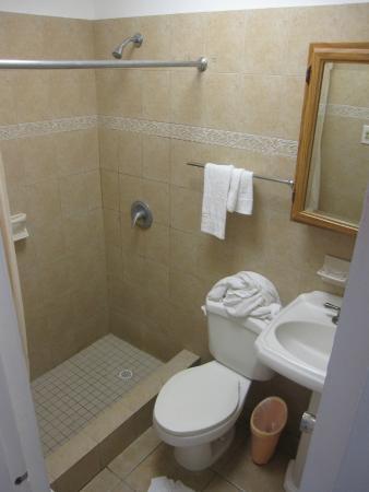 Borinquen Beach Inn: Room 112