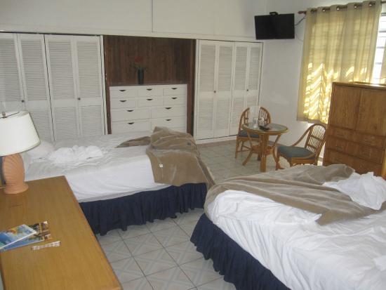 Borinquen Beach Inn Rooms Pictures