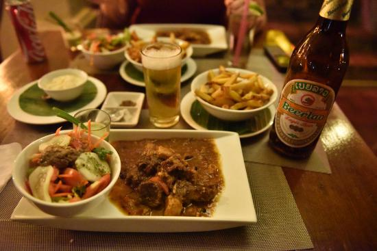 The House Restaurant & Belgian Beer Bar: stew with belgian fries
