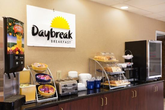 Days Inn Weldon Roanoke Rapids : Main Breakfast Bar