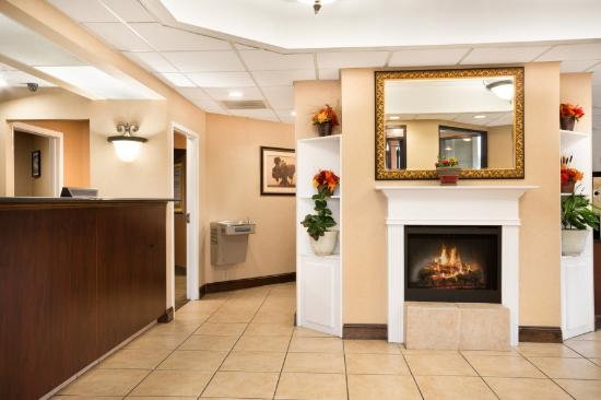 Days Inn Weldon Roanoke Rapids : Lobby Entrance