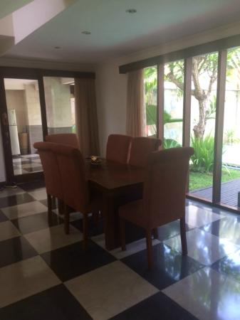The Khayangan Villas: Dining Area