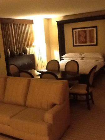 Sheraton Grand Phoenix : Spacious Suite