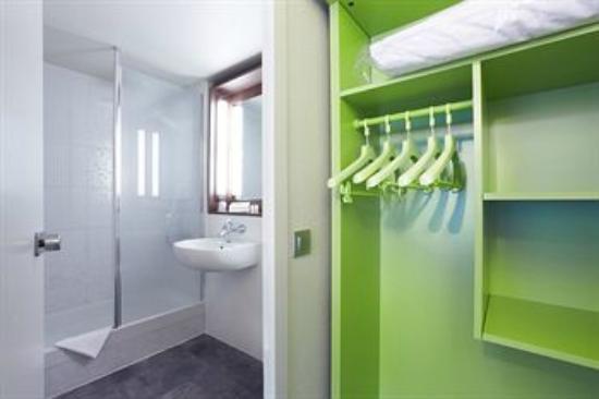 Campanile Versailles - Buc : Bathroom
