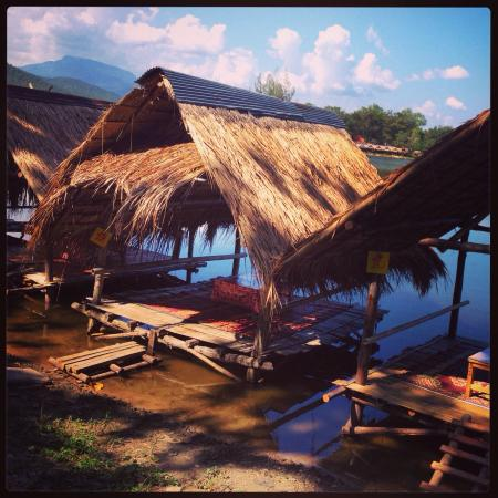 Huay Tung Tao Lake: Rent a hut for a day and order food!