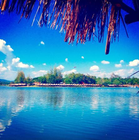 Huay Tung Tao Lake: The lakeview from restaurant 14