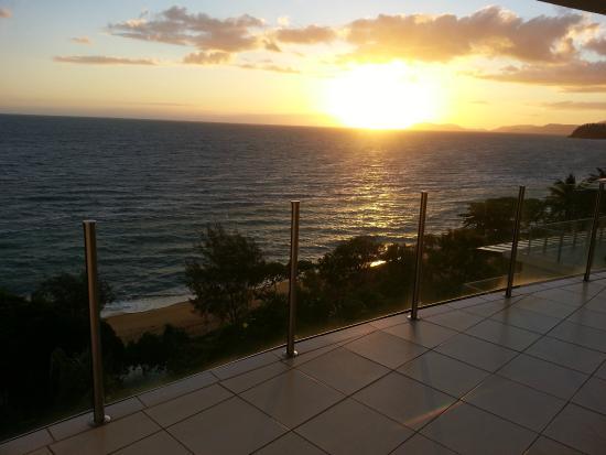 Bellevue at Trinity Beach: Sunrise from the balcony