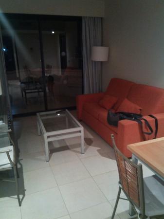 Precise Resort El Rompido - The Apartments : Salon con sofá cama