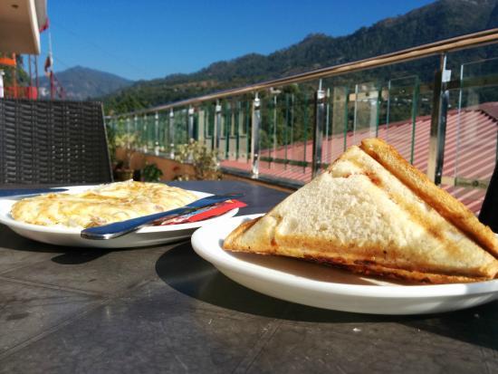 The Tal Paradise: Breakfast