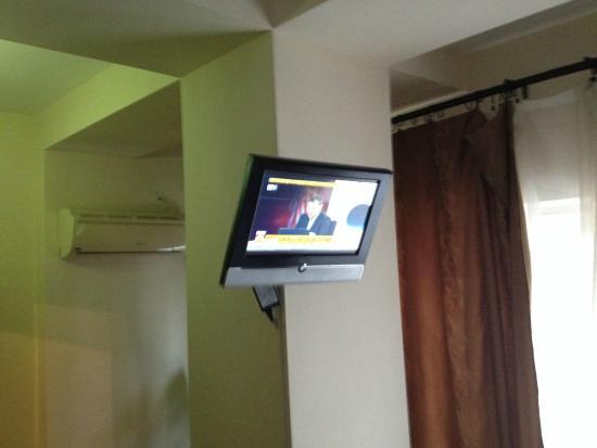 AVE Hotel Victoriei: Bedroom TV