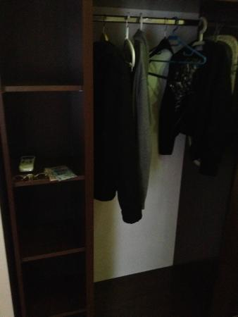 AVE Hotel Victoriei: Large closet for your close