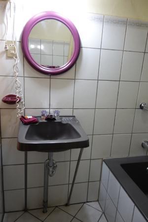 Hotel Santo Tomas: Bathroom