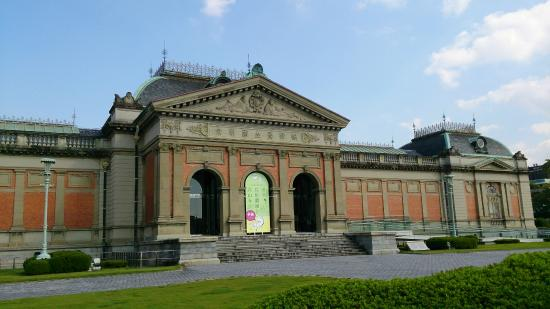 京都国立博物館, 本館全景 歴史を感じる建物ですね。